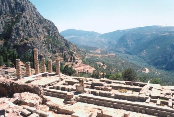 ATH Delphi Apollo Temple panorama_b